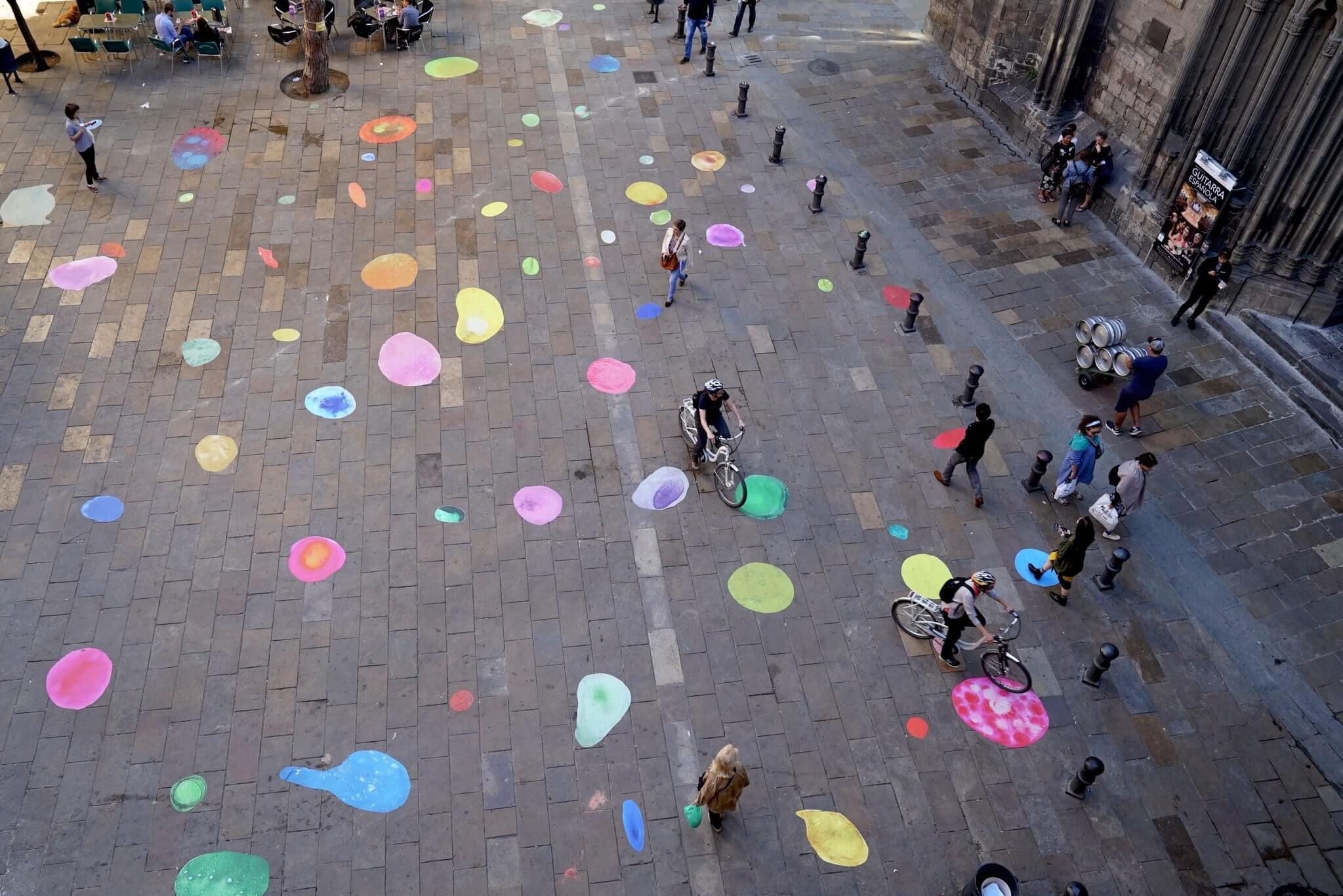 Bubbles recorren la ciudad de Barcelona
