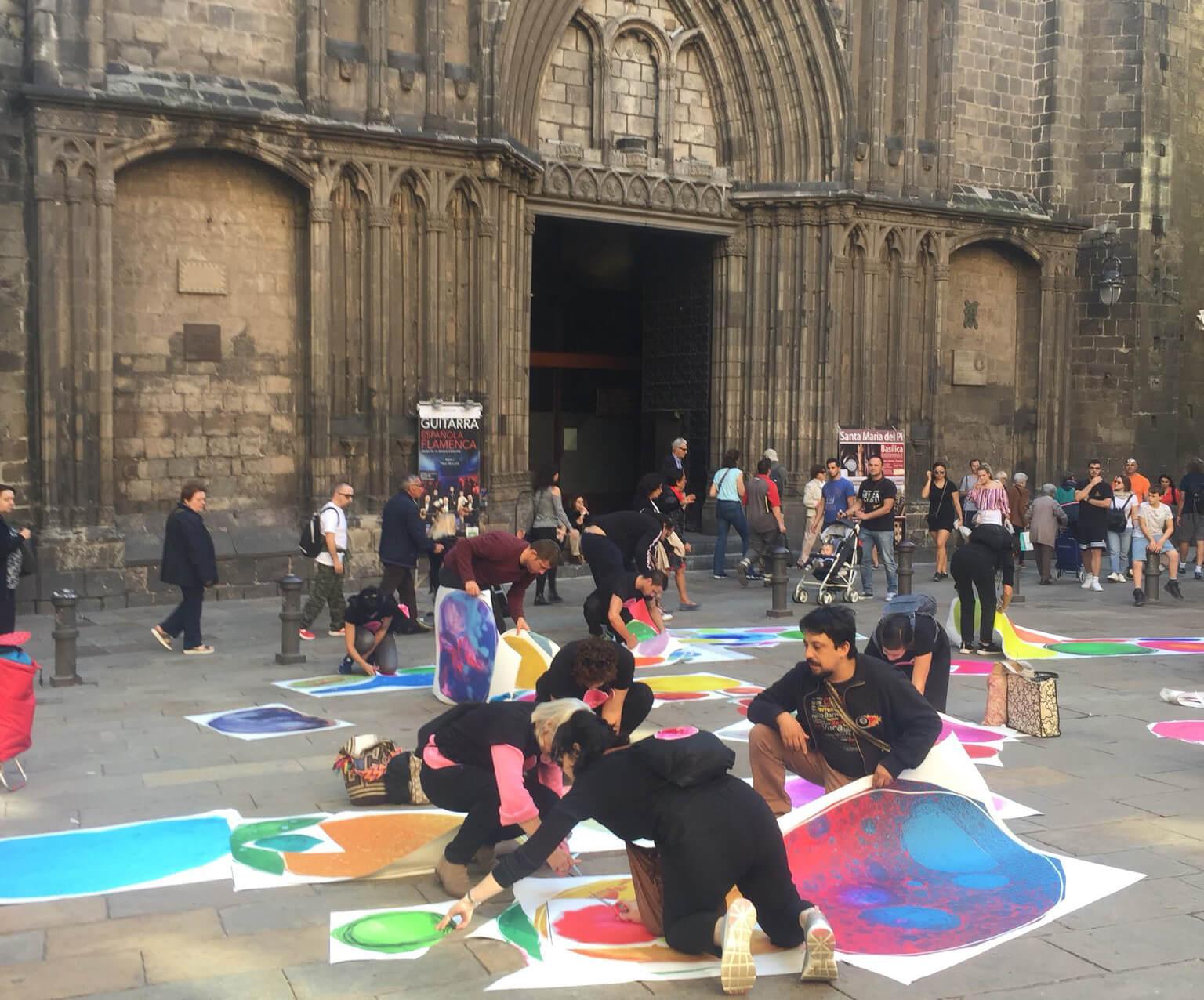 From Bubble. Pegada de Bubbles delante de la Catedral de Barcelona