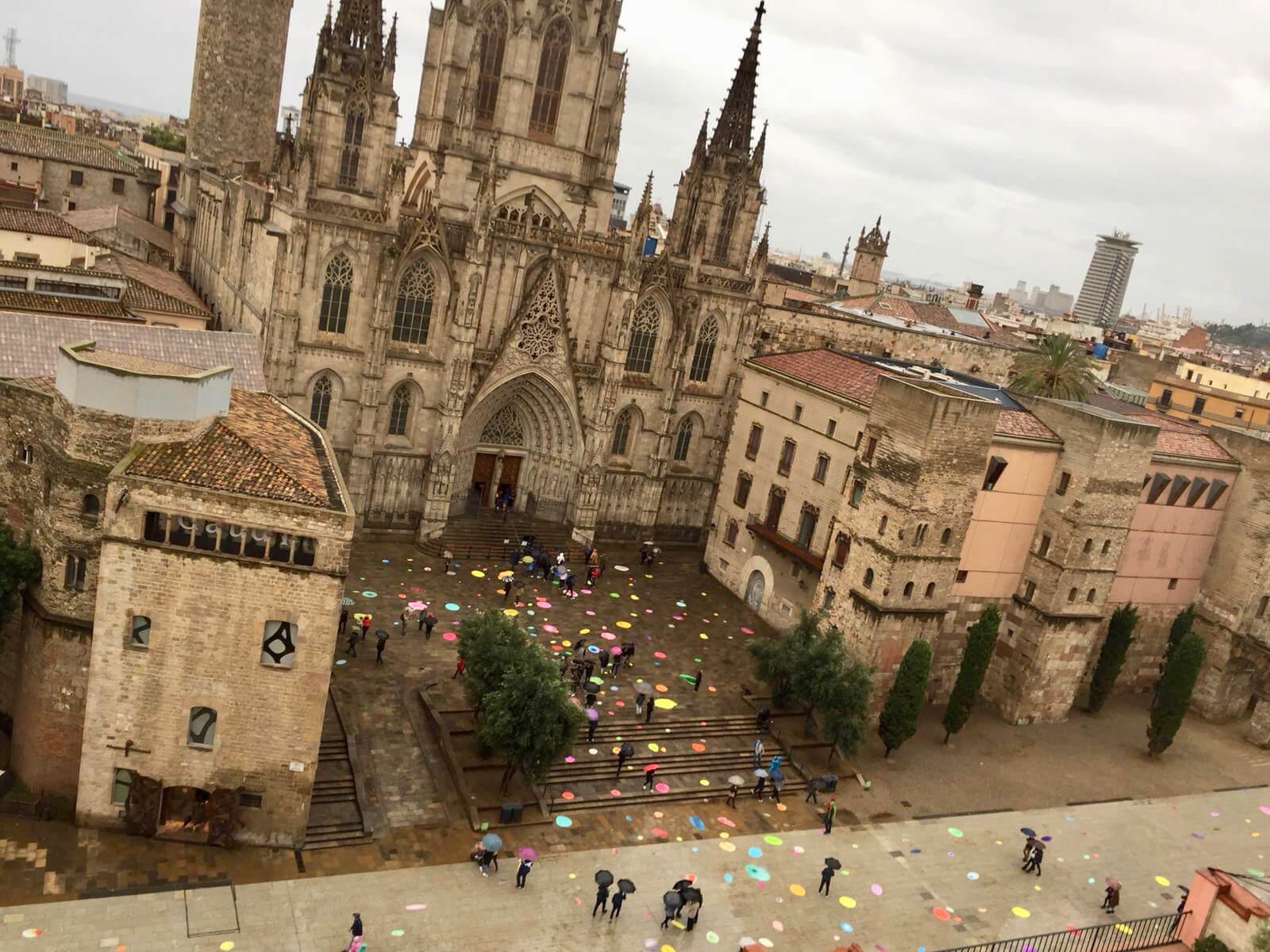 Bubbles delante de la Catedral de Barcelona