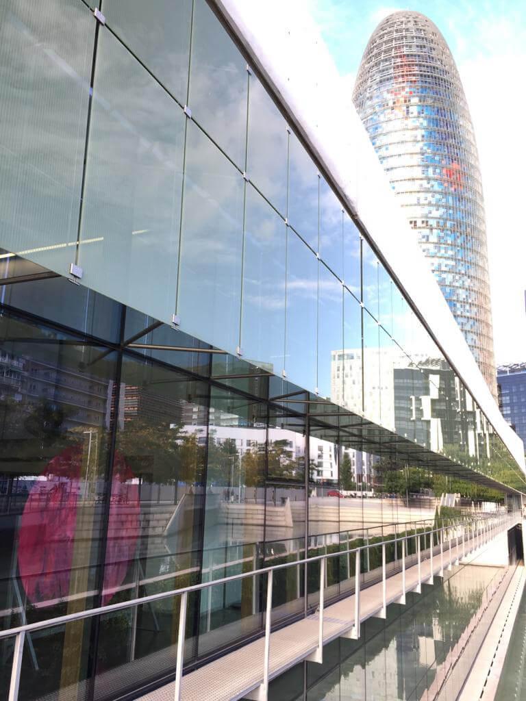 Vista de la Torre Agbar desde la exposición From Bubble en elHub
