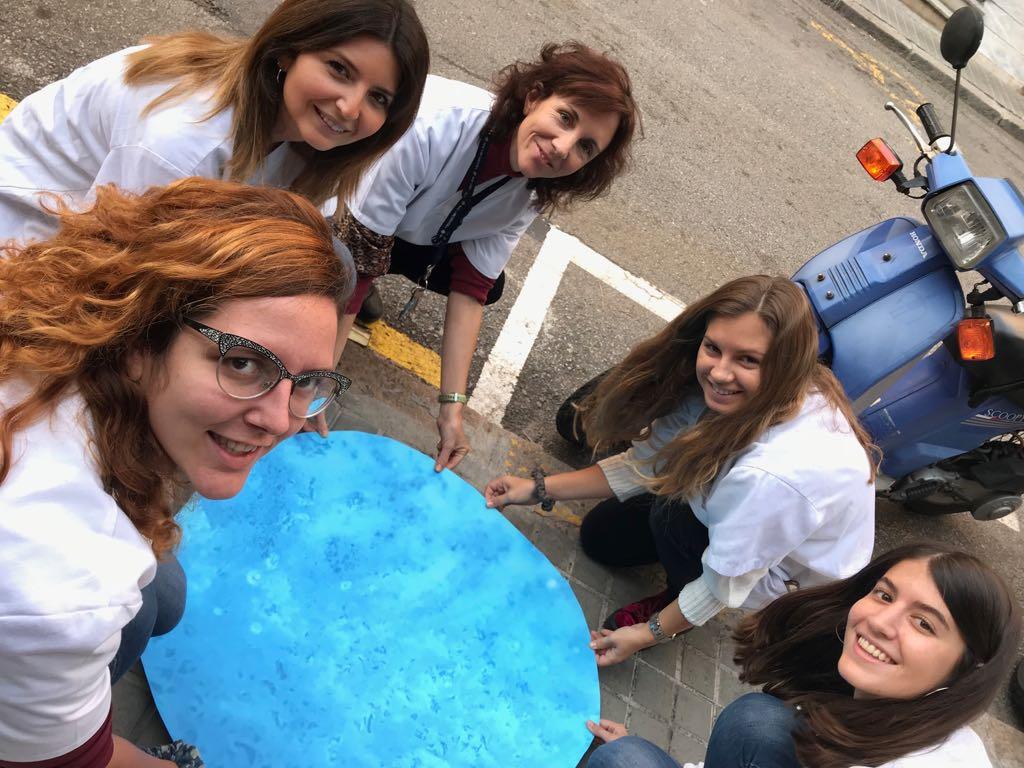 Trabajadoras de la Fundació Uszheiemer con una Bubble